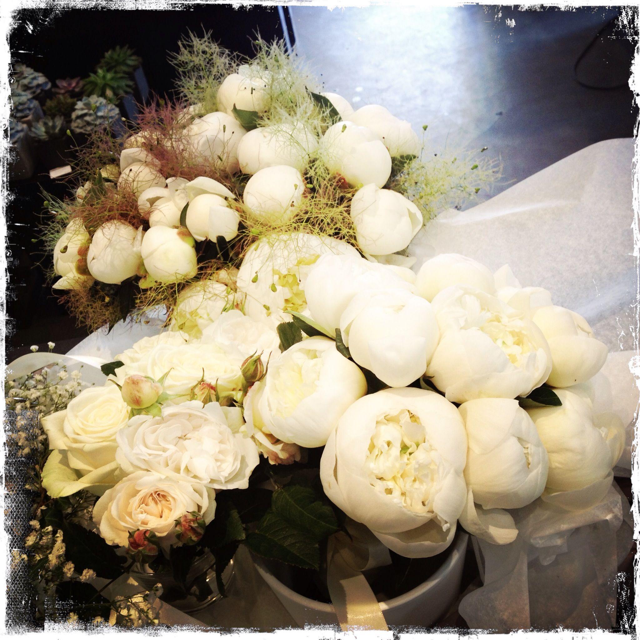 pivoine blanche bouquet de mariée et demoiselle d'honneur mariage