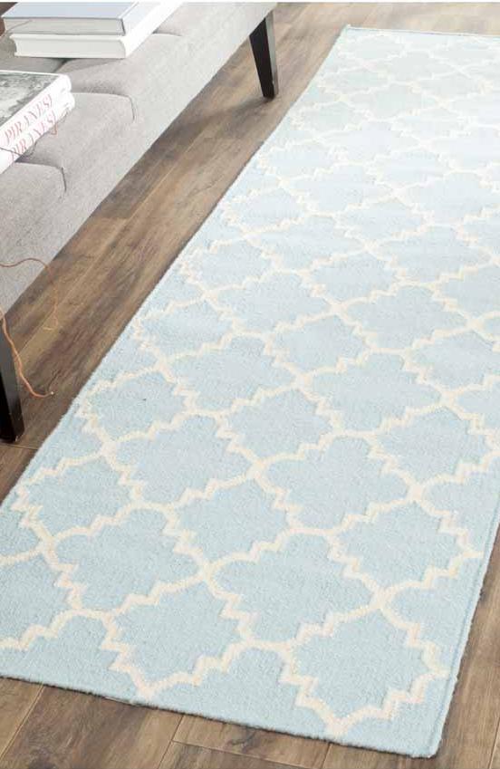die besten 25 teppich hellblau ideen auf pinterest t rkise kissen kiefer k che und. Black Bedroom Furniture Sets. Home Design Ideas