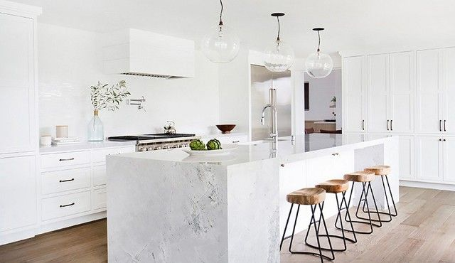 Charmant The Marble Island In This Kitchen Designed By Amber Lewis Of Amber  Interiors Is Definitely The Focal Point. We Love Its Chunky Frame And How  The Stools Work ...