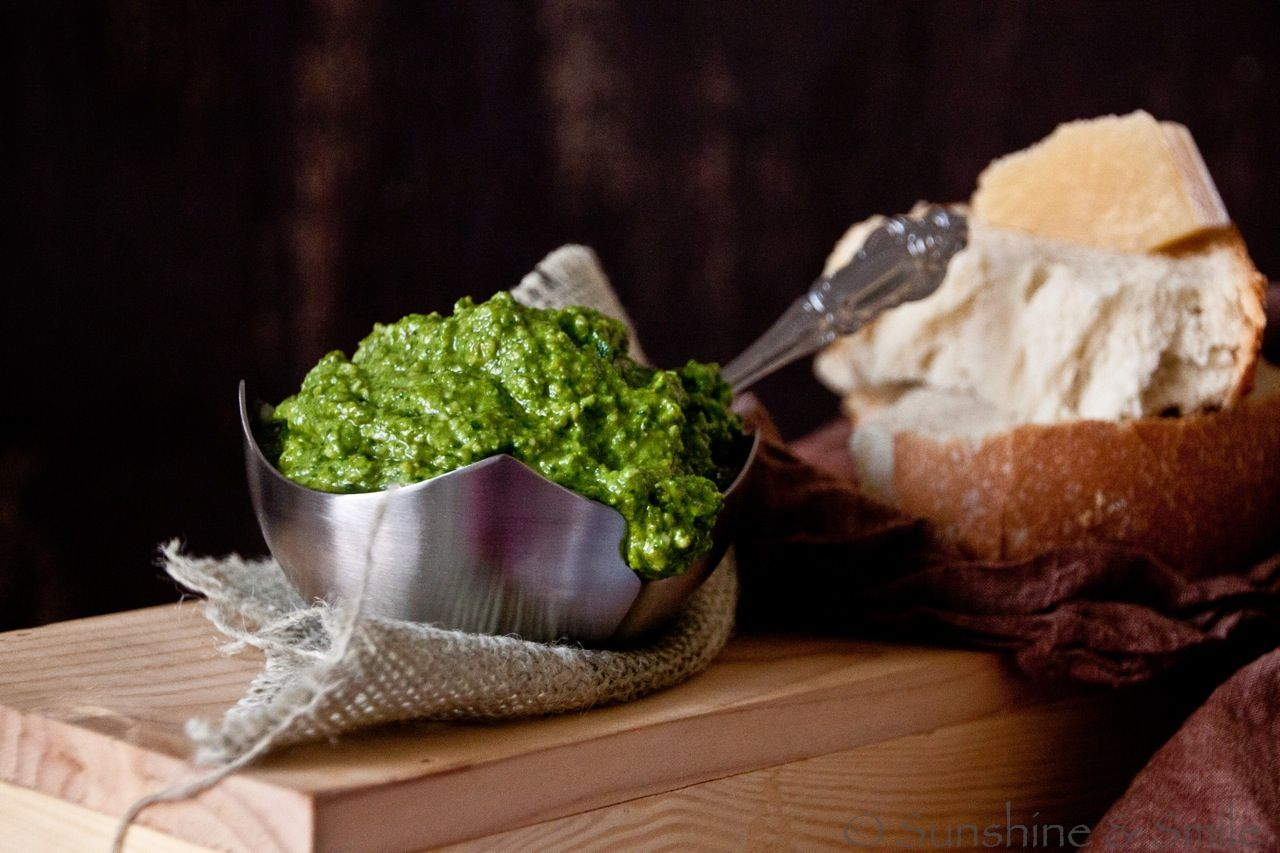 spinach pesto - A new take on the authentic pesto with fresh spinach and roasted garlic.