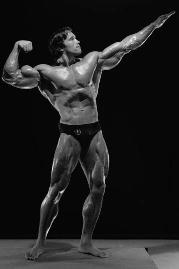 Arnie Standing Bi Salute | Arnold schwarzenegger, Bodybuilding, 30er