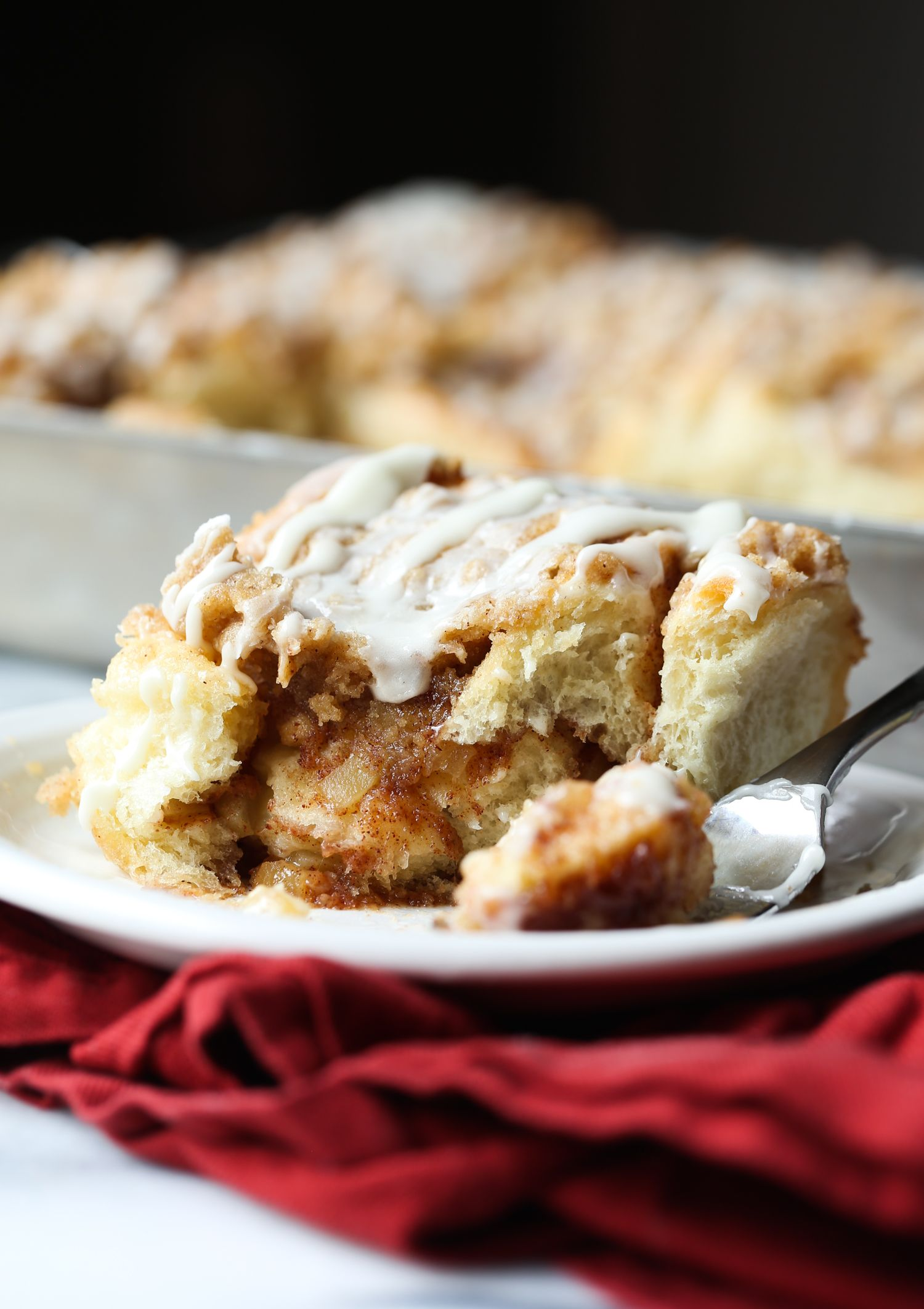 Sour Cream Apple Cake Is Soft Tender And Loaded With Apples And Cinnamon The Crumb Topping Gives The Cake A Breakfast Sweets Desserts Apple Dessert Recipes