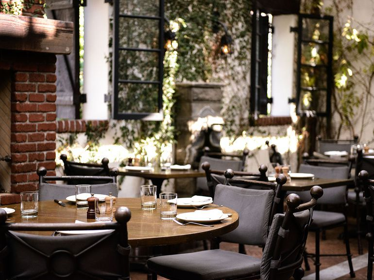 17 Spectacular Outdoor Dining Restaurants In Los Angeles Outdoor Dining Restaurant Patio Los Angeles Bars