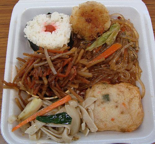 School Street Eats: Mitsuba | Mitsuba Delicatessen – Ume Musubi (top left rice item with red thing in the middle), Hash Patty, Long Rice (the brown-colored clear noodles on the top right), Fish Cake (bottom right), Chow Fun (a shared portion courtesy of Diner C), and Kinpira Gobo