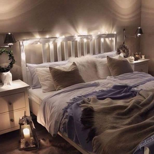 Amazing Schlafzimmer Lichterkette #5: Gemütliches Schlafzimmer Mit Doppelbett Und Lichterkette. #bedroom # Schlafzimmer