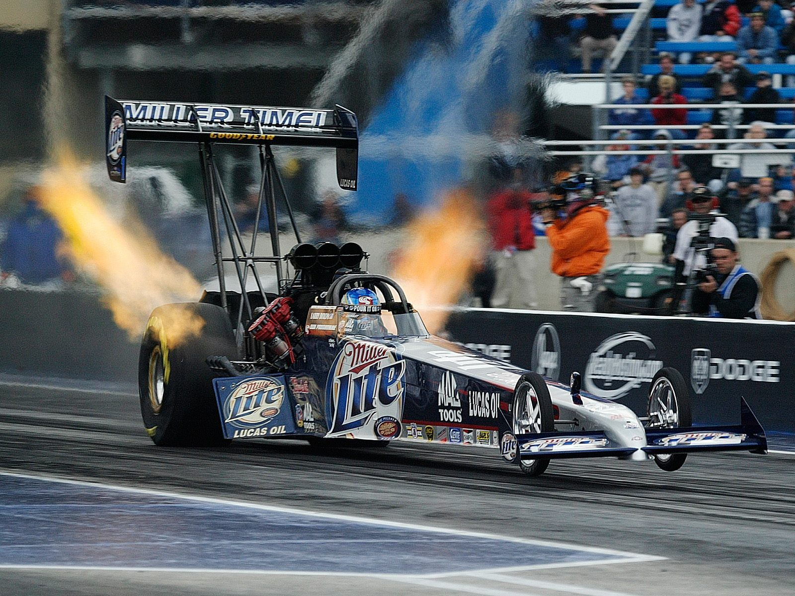Nhra top fuel dragster accelerates from 0 to 100 mph in for Wallpaper drag race motor