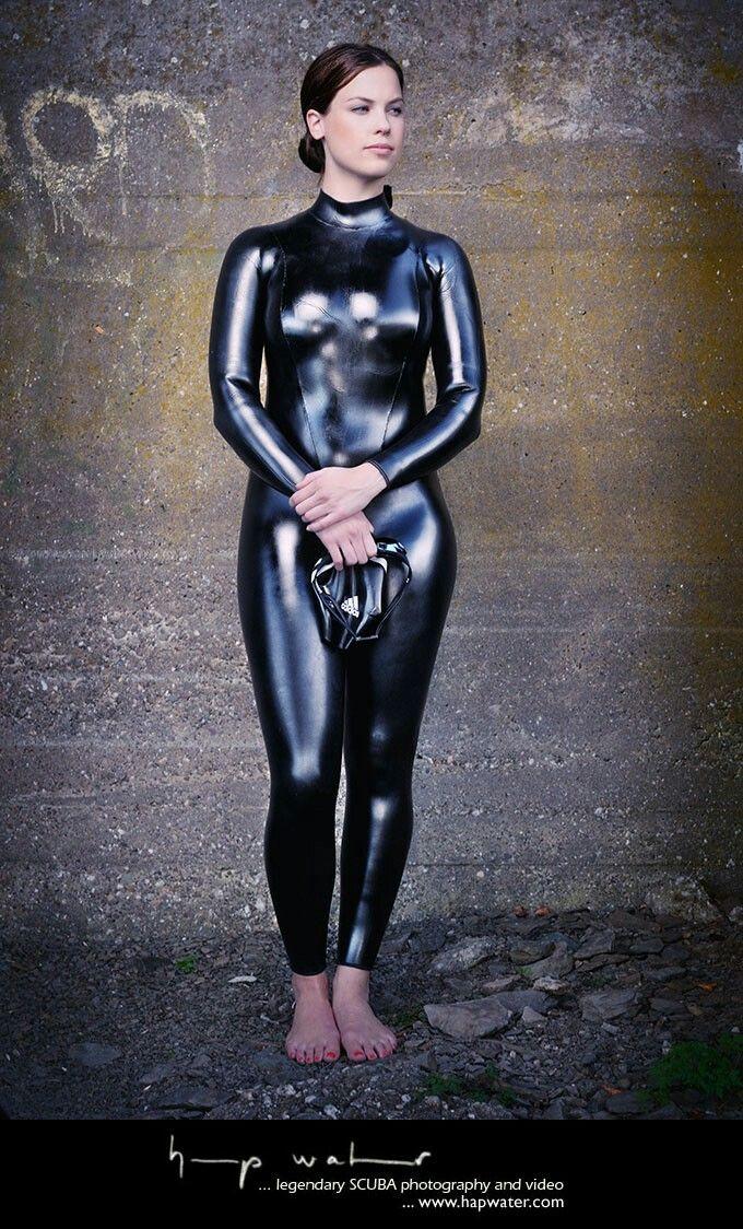 Порванный латексный костюм видео фото 450-840