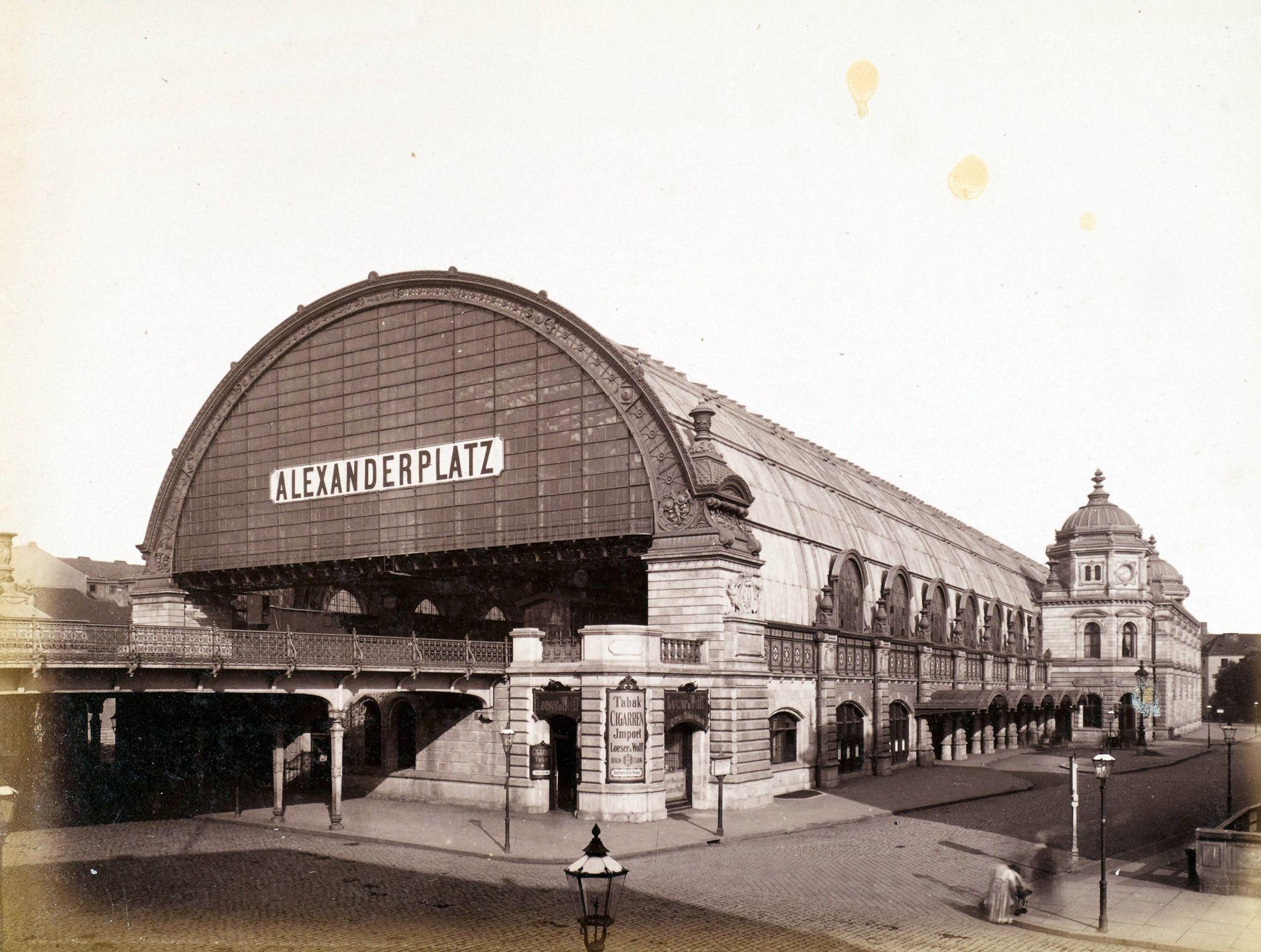 1885 Der Bahnhof Alexanderplatz Von Der Konigstrasse Von Sudosten Aus F A Schwartz In 2020 Bahnhof Berlin Alexanderplatz Berlin Geschichte