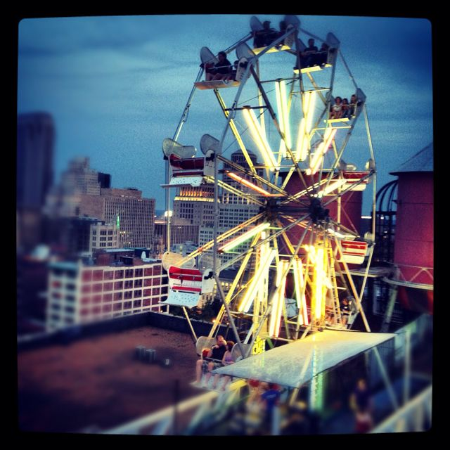 Wedding Gowns St Louis: The Ferris Wheel On The Roof At St. Louis' Popular City