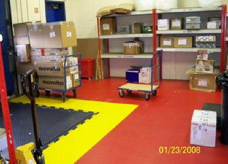 Industrieboden In Farben Rot Schwarz Gelb Aus PVC Fliesen - Industrie pvc fliesen