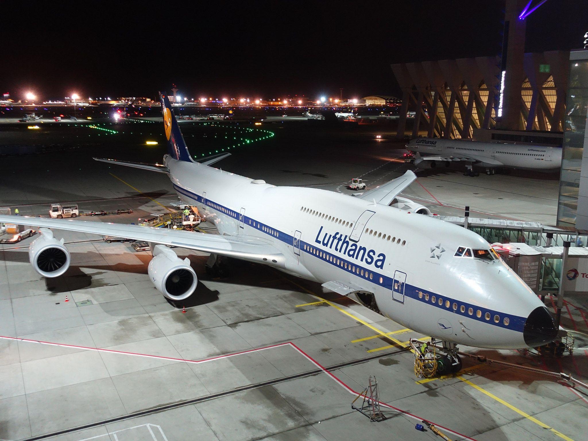 201710466 Frankfurt Main Airport With Lh Airplane Frankfurt Airplane Boeing