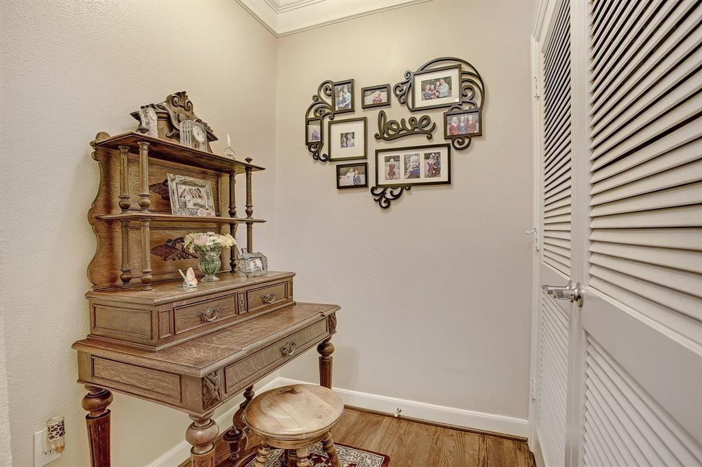 Stunning, highly soughtafter NE corner location at The