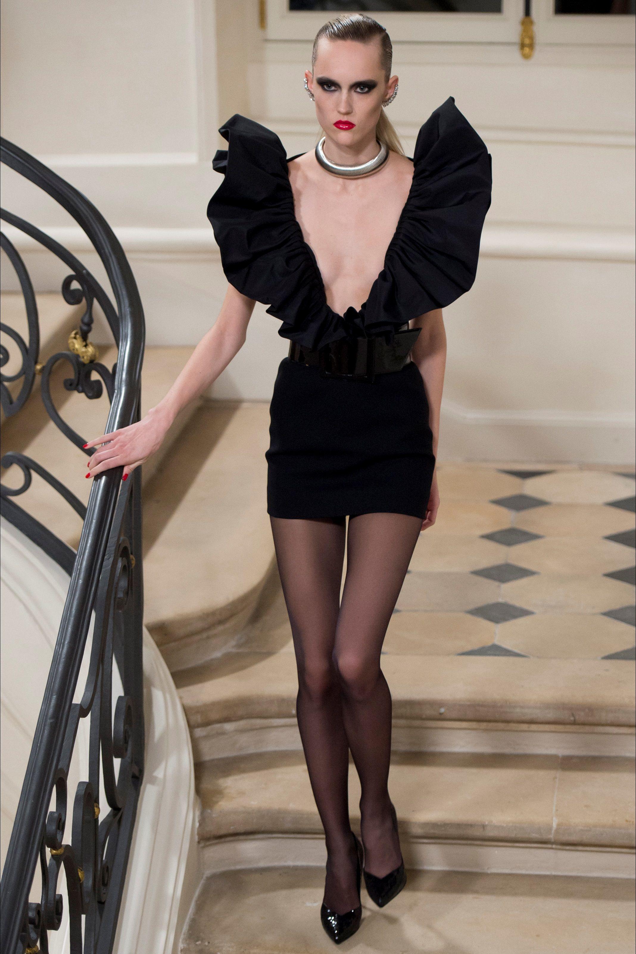 Sfilata Saint Laurent Parigi - Collezioni Autunno Inverno 2016-17 - Vogue d903bfd9916