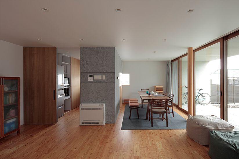 天井いっぱいの建具を色柄違いで使う 建具 室内ドア インテリア