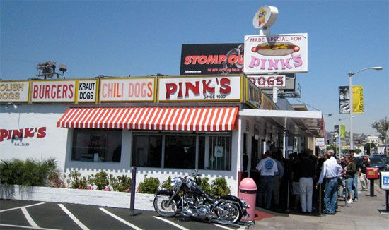 Google Image Result for http://blog.brillianttrips.com/wp-content/uploads/2010/10/la-los-angeles-california-hollywood-pinks-hot-dogs-2.jpg