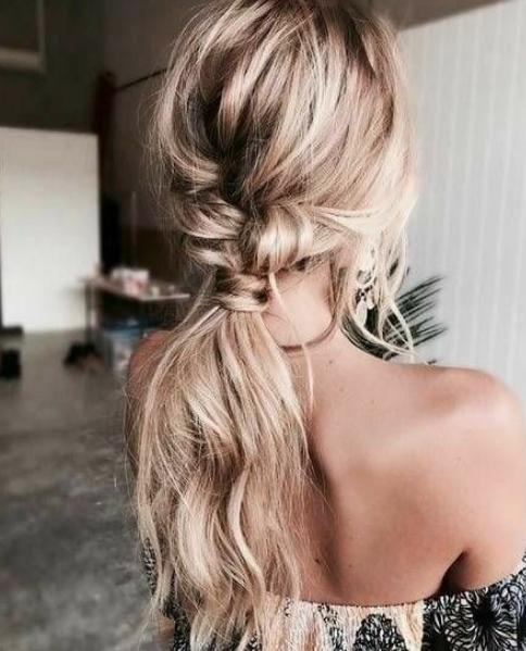Messy Bun? Ponytail? Wie bindet man die Haare richtig zusammen?