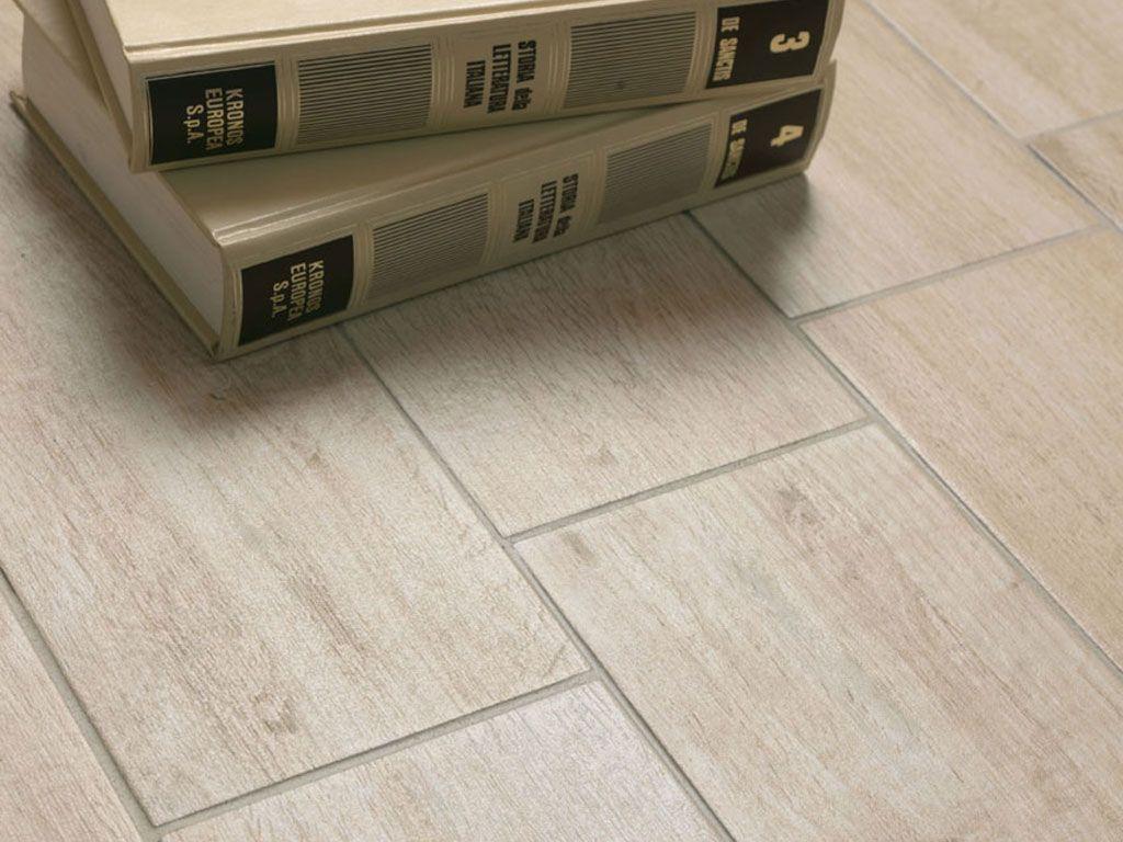 Dettaglio pavimento con collezione Tabula nei suoi toni più chiari ...