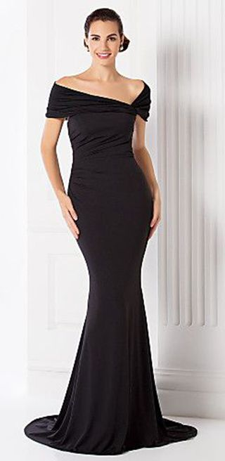 78ac551ff3c Black Gown for an evening dinner