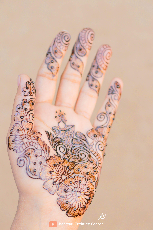 نقش الحناء الجميل على ظهره تصميم الحناء الأنيق والبسيط نقش الحناء خطوة بخطوة Hand Henna Henna Mehndi Mehndi Designs