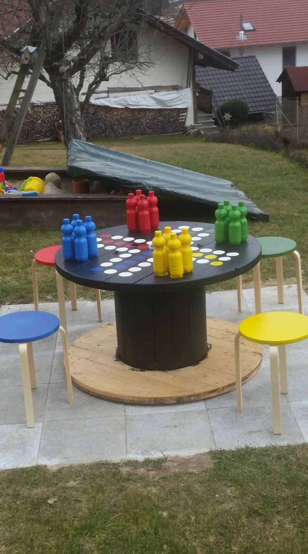 Mensch Argere Dich Nicht Aus Alter Kabeltrommel Spielfiguren Aus 0 5l Pet Flaschen Mit Sand Gefullt Und Ikea Hockern Kabeltrommel Pet Flaschen Ikea Hocker