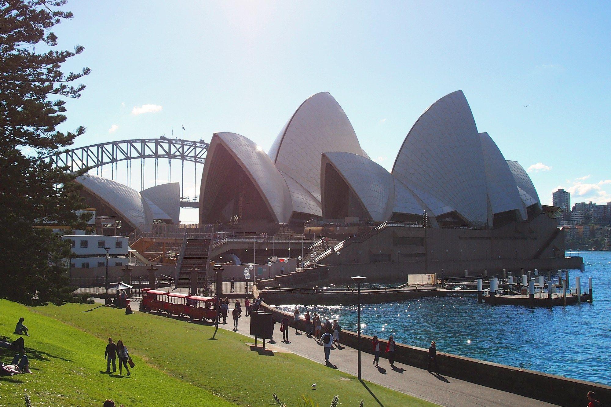 a1108db10d502f9f807534f3e0185449 - Sydney Opera House To Botanic Gardens Walk