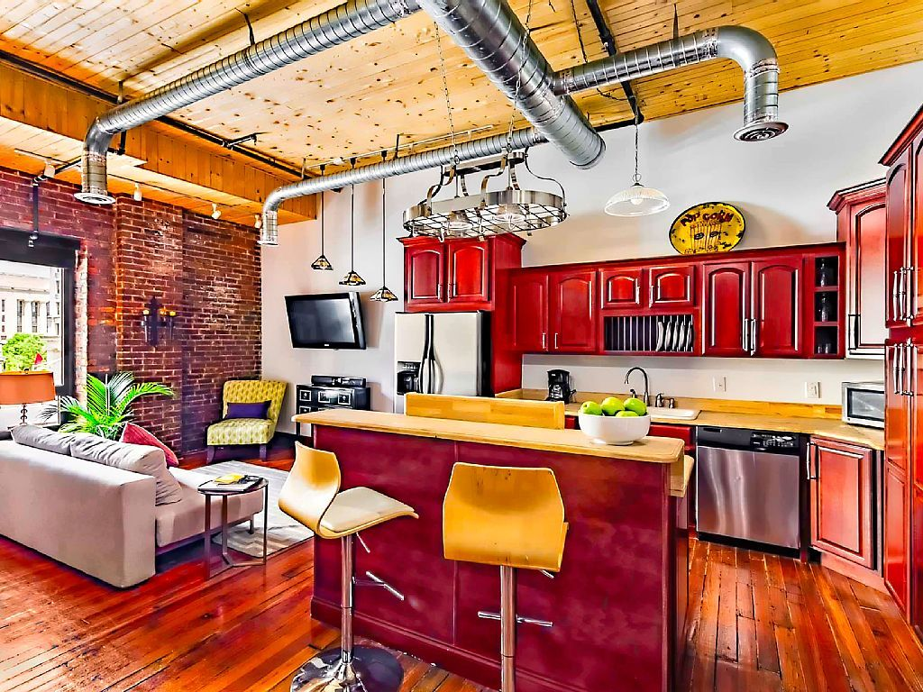 VRBO.com #361202 - Heart of Downtown. the Studio Loft.Walk to Everything…
