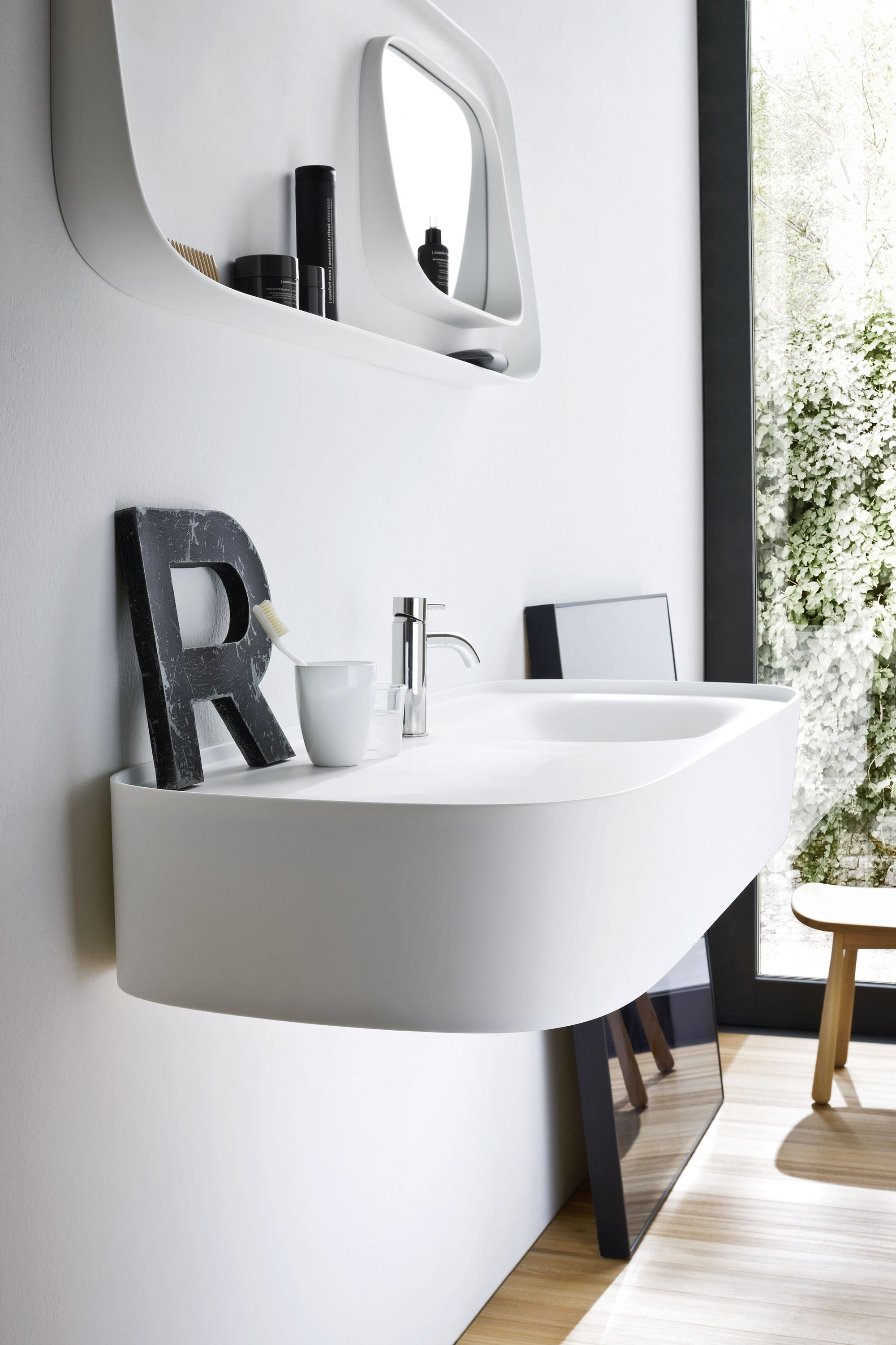 Piano Lavabo In Corian wall-mounted corian® washbasin with integrated countertop