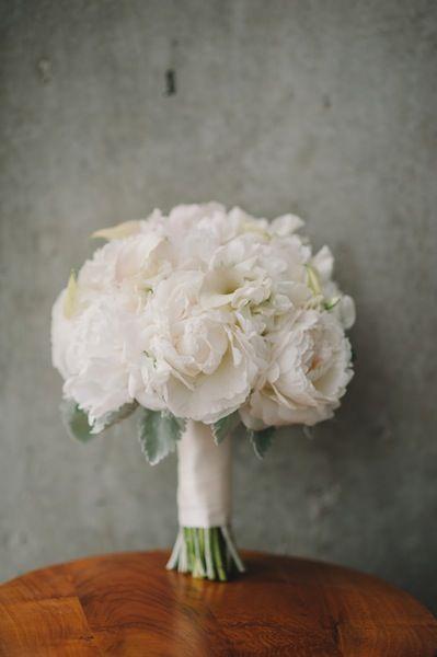 10 Romantic Peony Bridal Bouquets