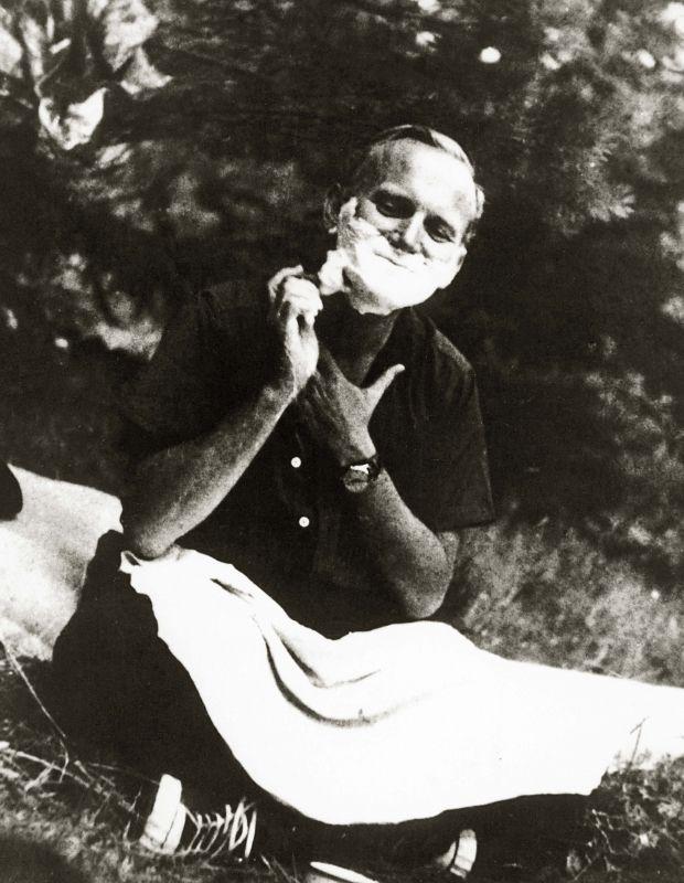 John Paul II: A Saint of a Man   St john paul ii, John paul ii ...