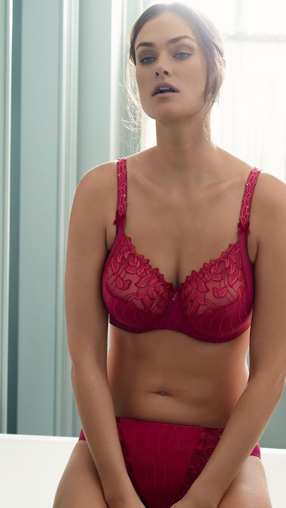 050ce4327662a entices you with the DEAUVILLE Persian Red lingerie series