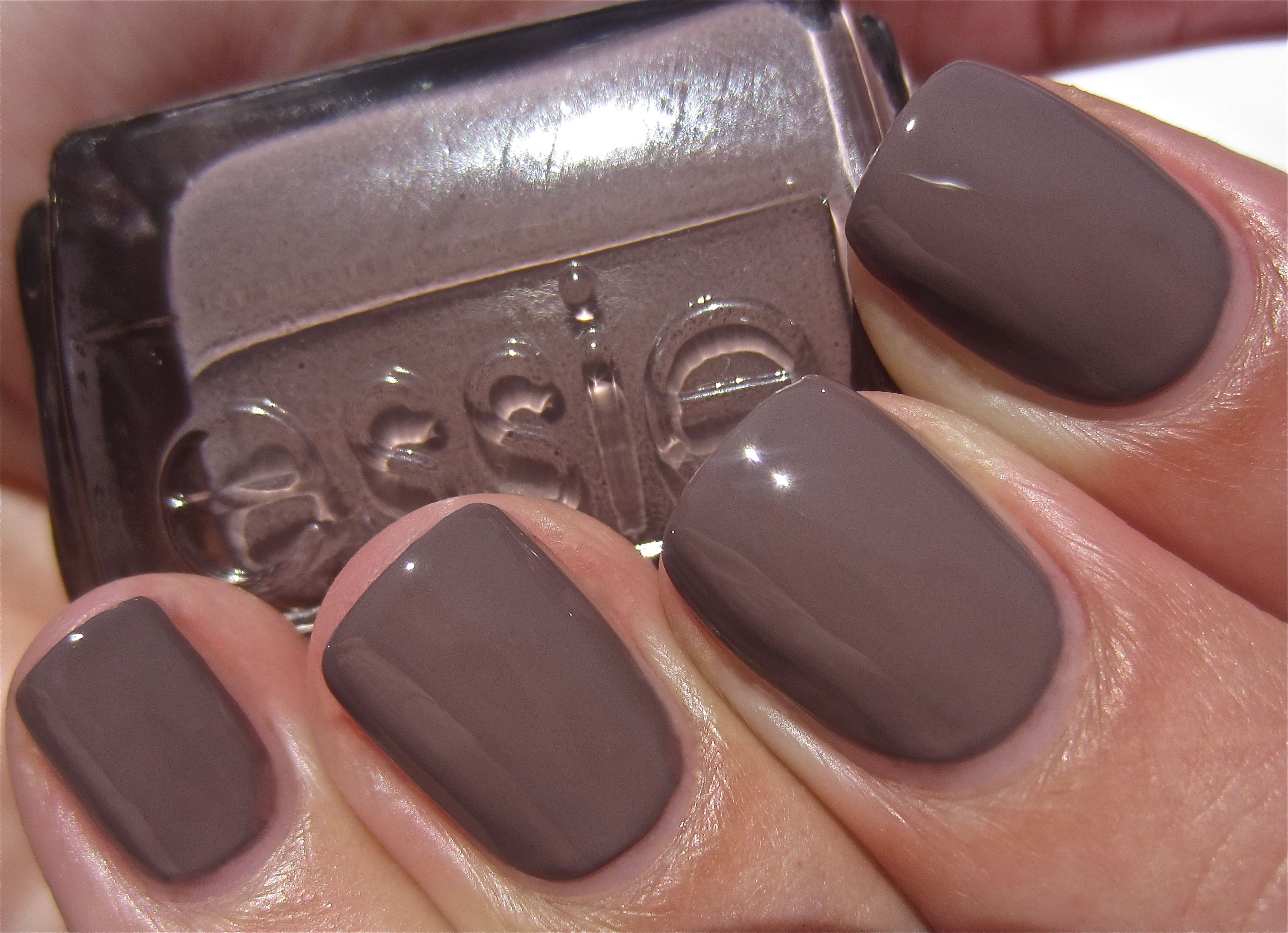 12 Things a City Mom Can\'t Live Without This Fall   Makeup, Mani ...