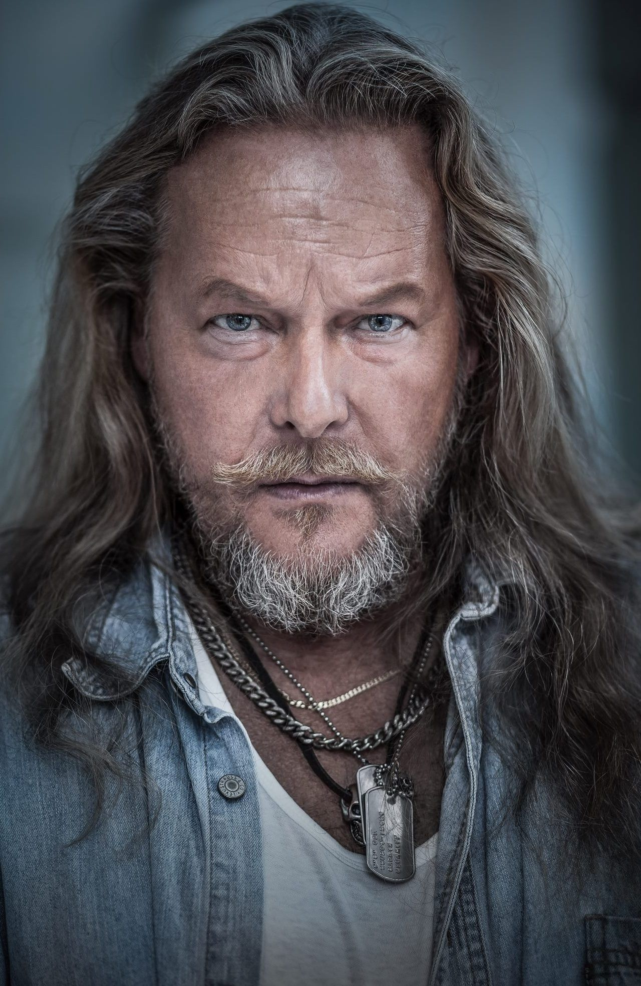 My Very Good Friend The Big Tall Swedish Actor Cocosmannen Actors Mens Hairstyles Long Hair Styles