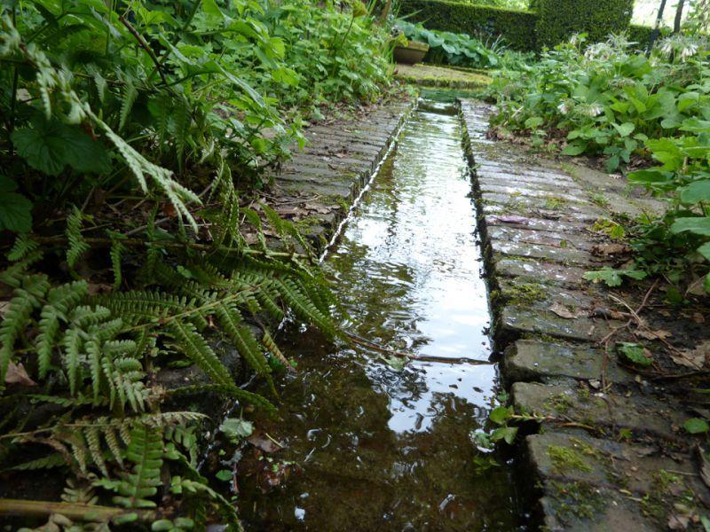 Afbeeldingsresultaat voor spelen waterloop aanleggen for Wadi in tuin
