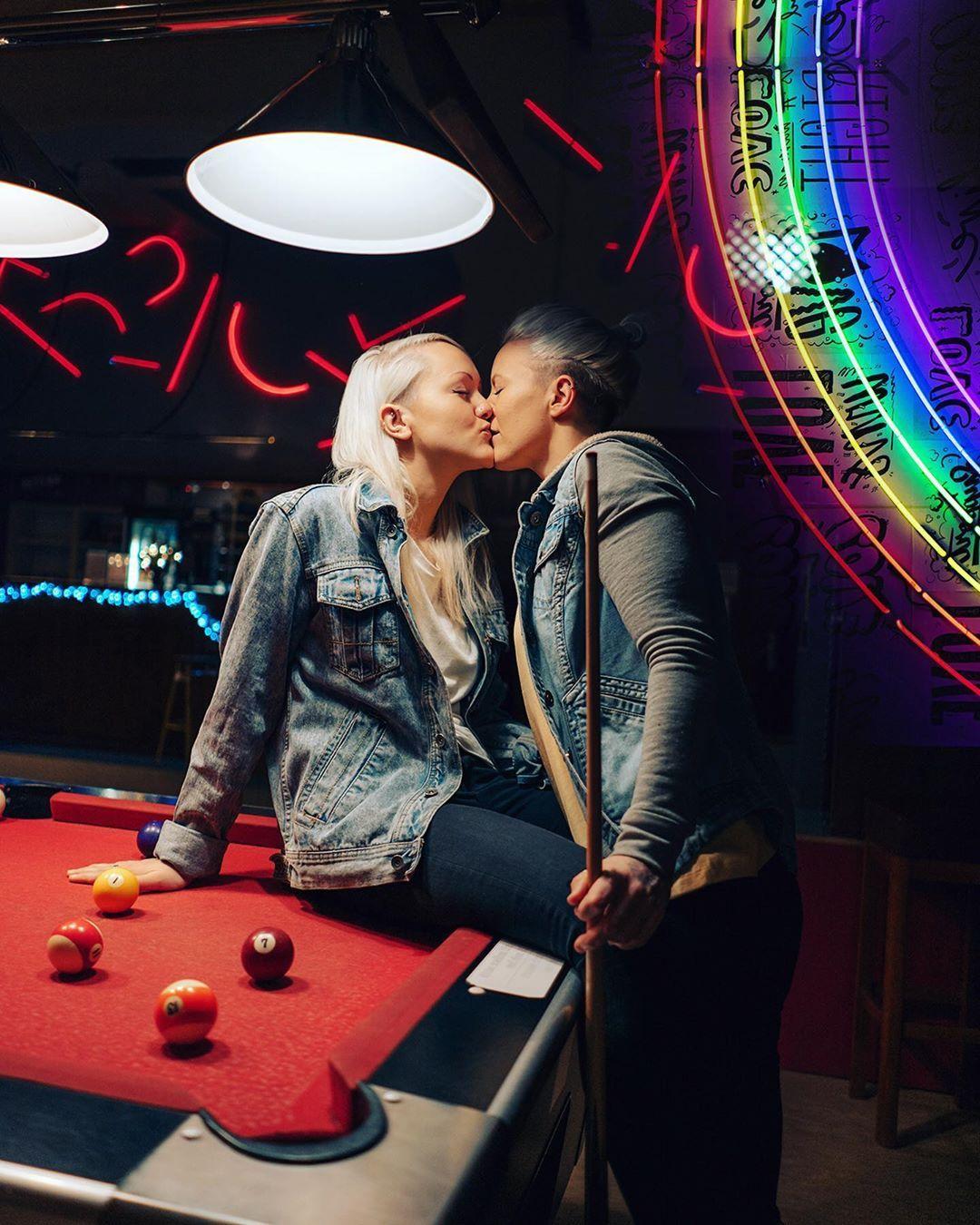 Asian Lesbians Kissing Fucking