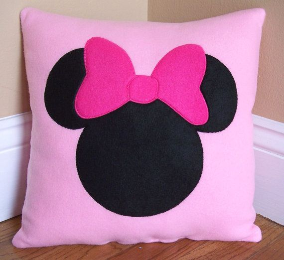 minnie mouse pillow umgebung haustiere und kleinkinder. Black Bedroom Furniture Sets. Home Design Ideas