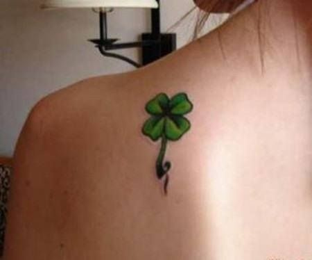 Tumblr Trebol Cuatro Hojas Buscar Con Google Four Leaf Clover Tattoo Clover Tattoos Shamrock Tattoos