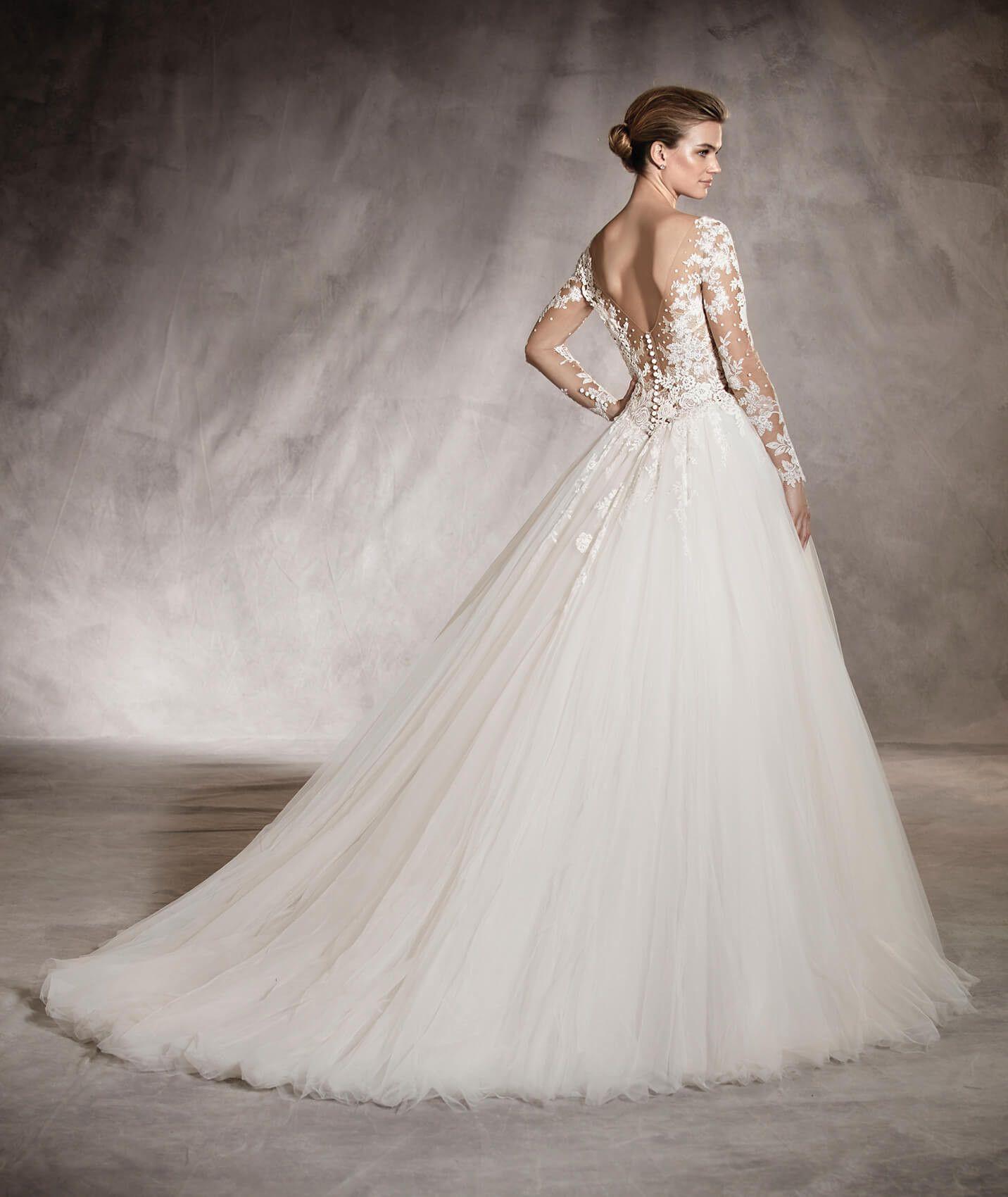 Arlene princess wedding dress with a vneckline in the back in