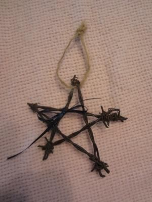 Small Barbed wire stars | crafts | Pinterest