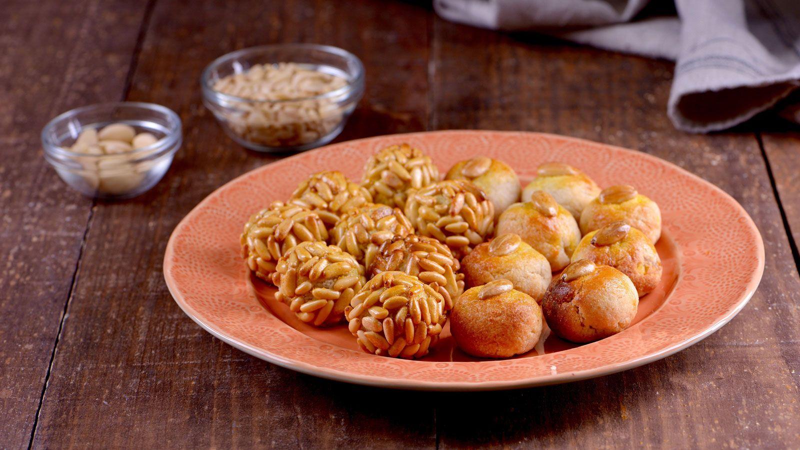 Receta De Postre De Patata Decorado Con Piñones Y Almendras De La Cocinera Amanda Laporte Postres Caseros T2 Süßigkeiten Pralinen