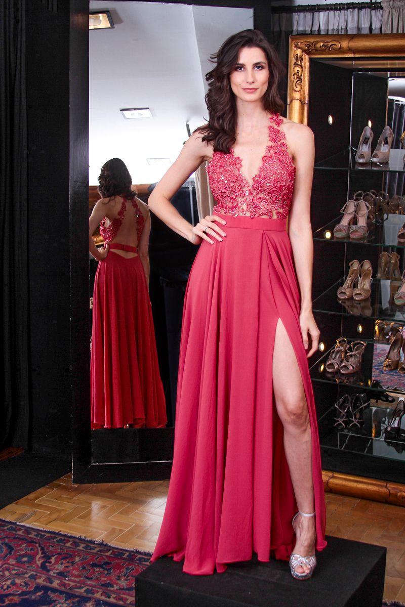 06143975a0df Vestido longo com fenda com decote em V ousado, perfeito para formatura,  madrinha e convidada de casamento da marca Arthur Caliman em São Paulo.
