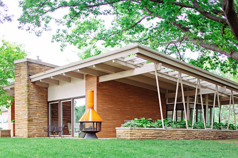 This website shares mid century modern homes and buildings in michigan