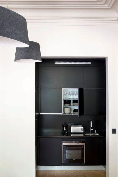 petite cuisine quip e id es et conseils pour gagner de la place en cuisine kitchenette. Black Bedroom Furniture Sets. Home Design Ideas