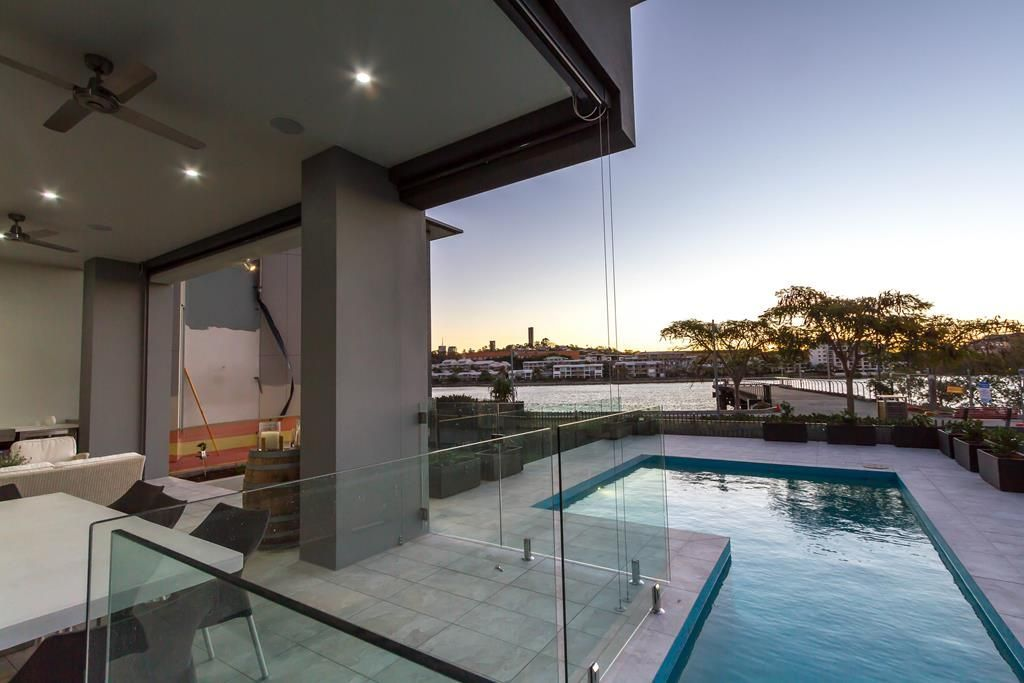 Riverside modern home design in Bulimba
