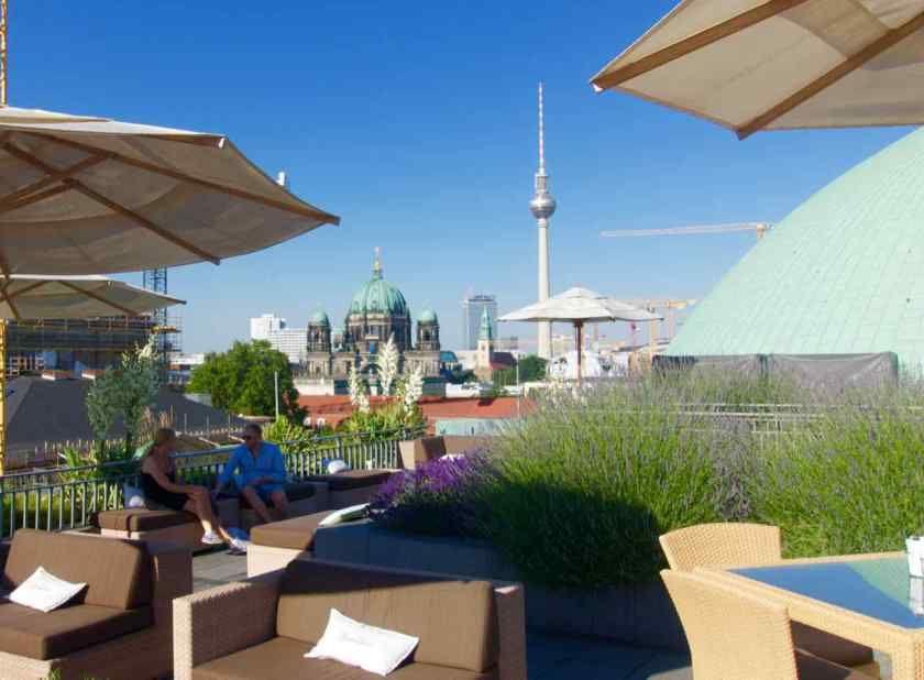 Hotel de Rome, Rooftop-Bar. Auch zugänglich für Nicht-Hotel-Gäste.