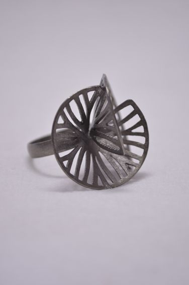 VALAIPAN CHUPAN-THAI (Flow) : Cut and Folded Disc Black Ruthenium Ring