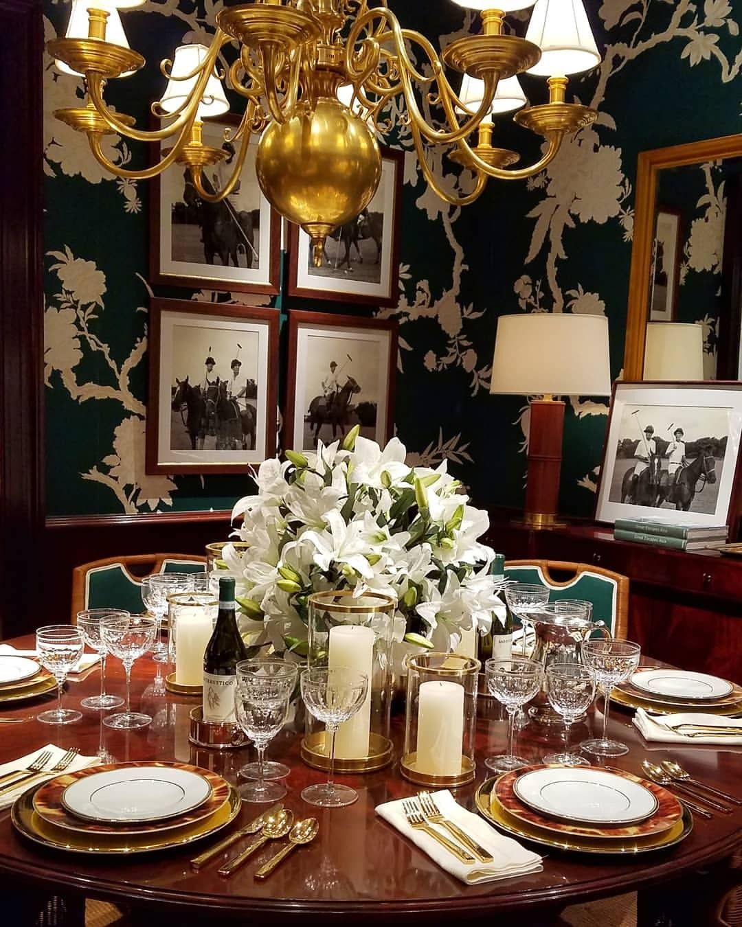 Polo Play In This Regal Dining Room With Images Dining Room