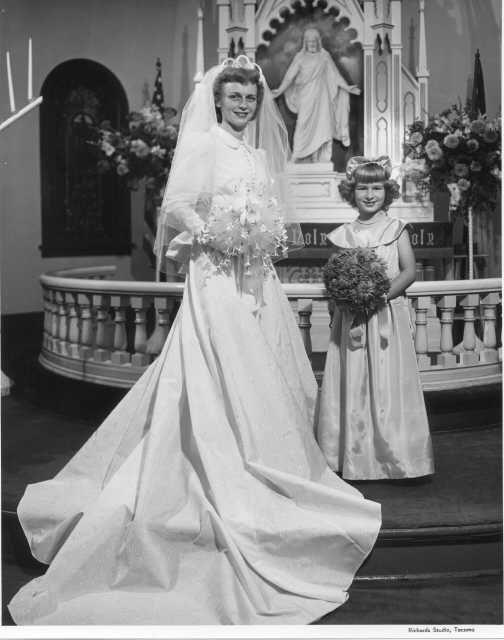 1949 Bride and her Flower Girl | History | Pinterest