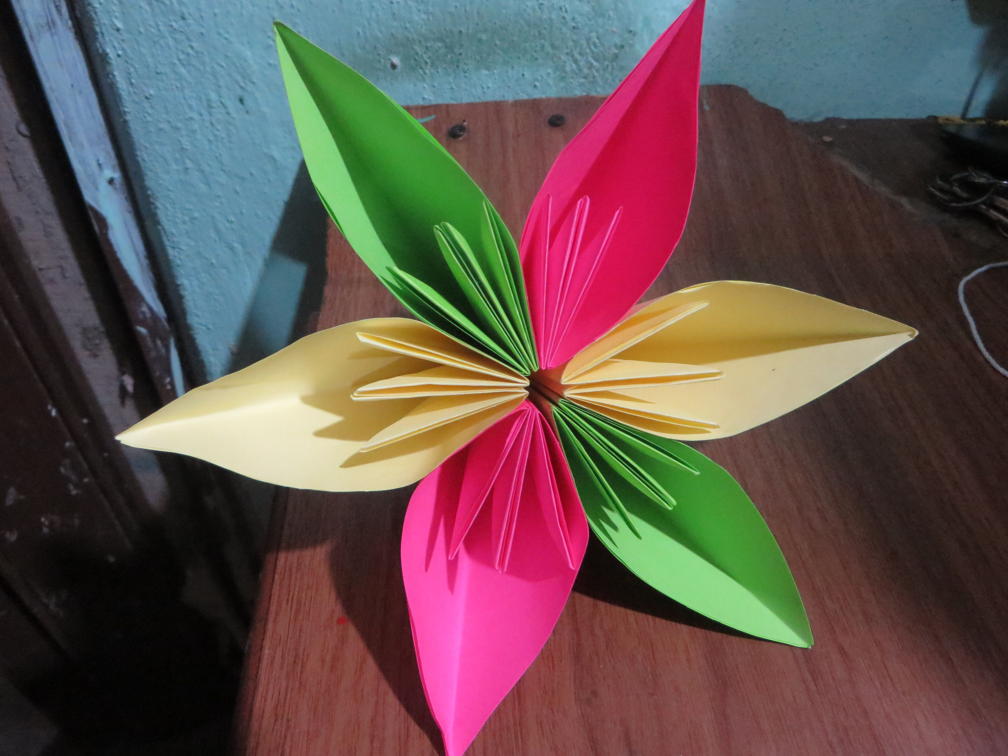Flor de hojas de colores | Manualidades | Pinterest | Hojas de color ...