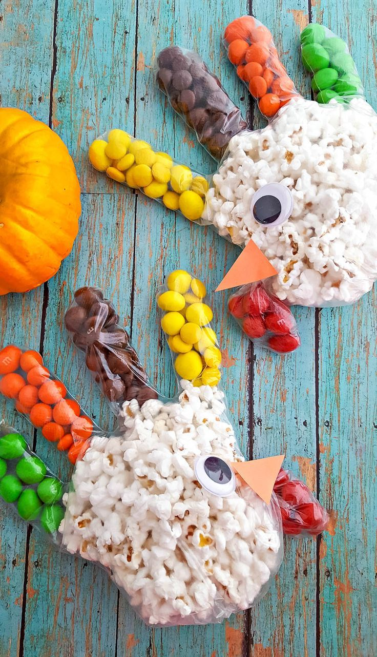 These Turkey Popcorn Treat Bags are super easy to make for fall class parties, o…