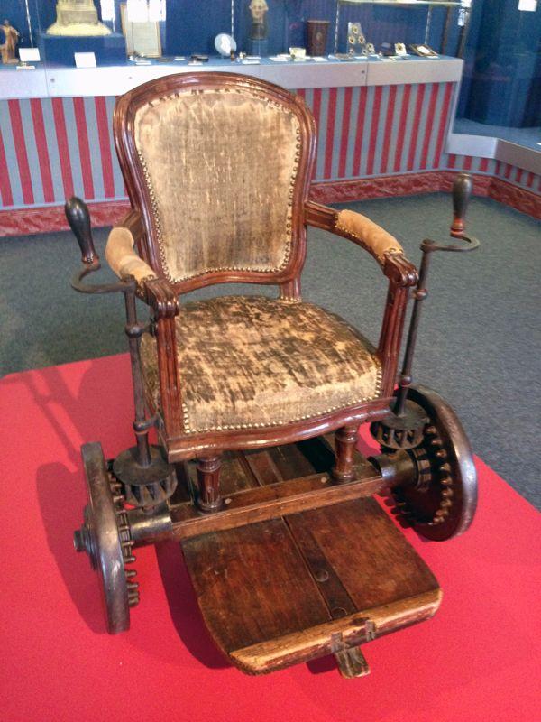 fauteuil roulant funny pinterest fauteuil roulant fauteuils et location. Black Bedroom Furniture Sets. Home Design Ideas